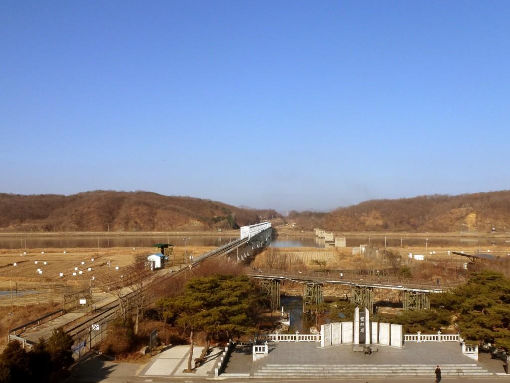 A Szabadság Hídja és az Imjingak monumentum